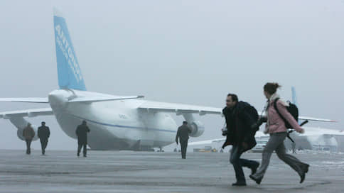 Пять самолетов, летевших вТюмень, приземлились вКольцово из-за тумана