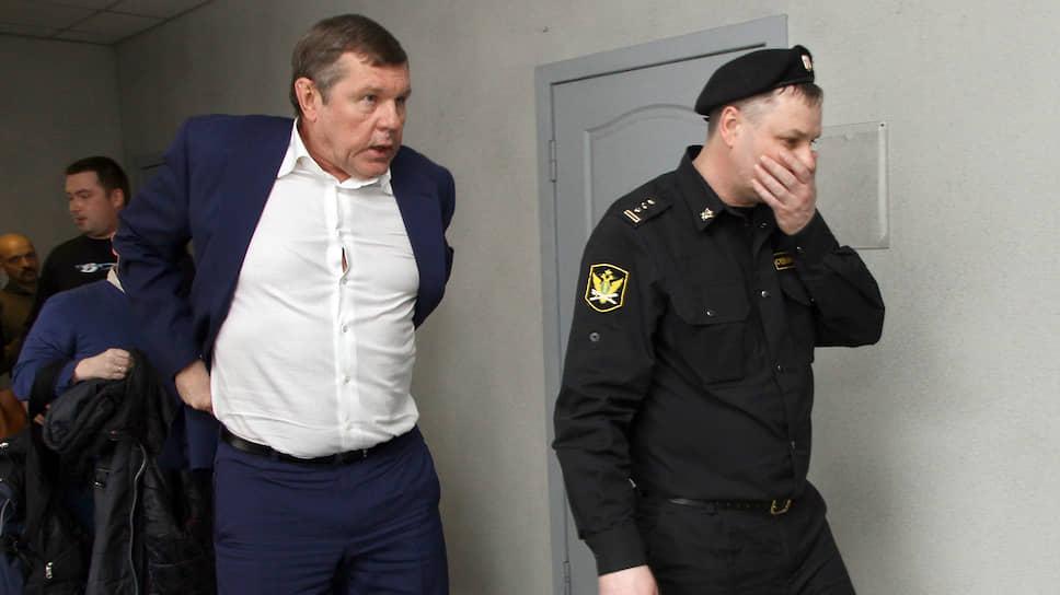 Бард Александр Новиков потребовал с Михаила Шилиманова 126,5 млн рублей долга