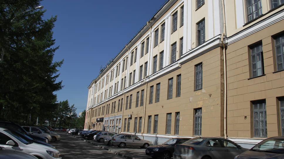 Здание Уральского приборостроительного завода в Екатеринбурге