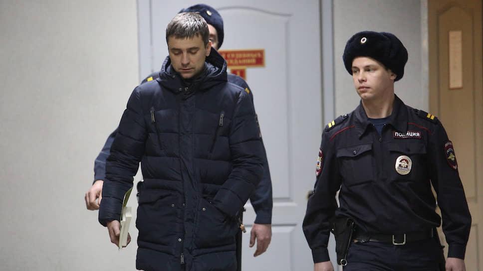 Адвокат Владислав Вострецов вовремя вынесения ему меры пресечения в Ленинском районном суде