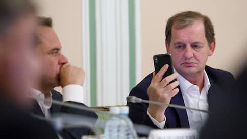 Бизнесмен Андрей Симановский выкупил за 35 млн рублей стол, который из старинных досок сделал Евгений Куйвашев
