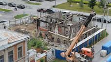 На берегу Исети начались работы в разрушенном памятнике архитектуры