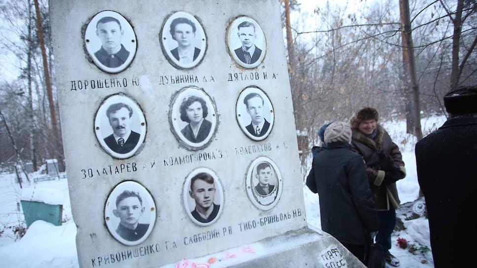Мемориал туристической группы Дятлова на Михайловском кладбище