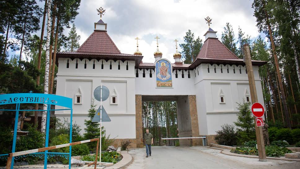 """Среднеуральский женский монастырь """"Спорительница хлебов"""""""