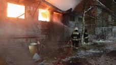 Во время пожара в Среднеуральске обрушилась кровля ангара, есть пострадавший
