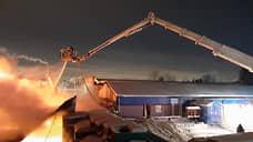 В Екатеринбурге загорелся склад со вторсырьем