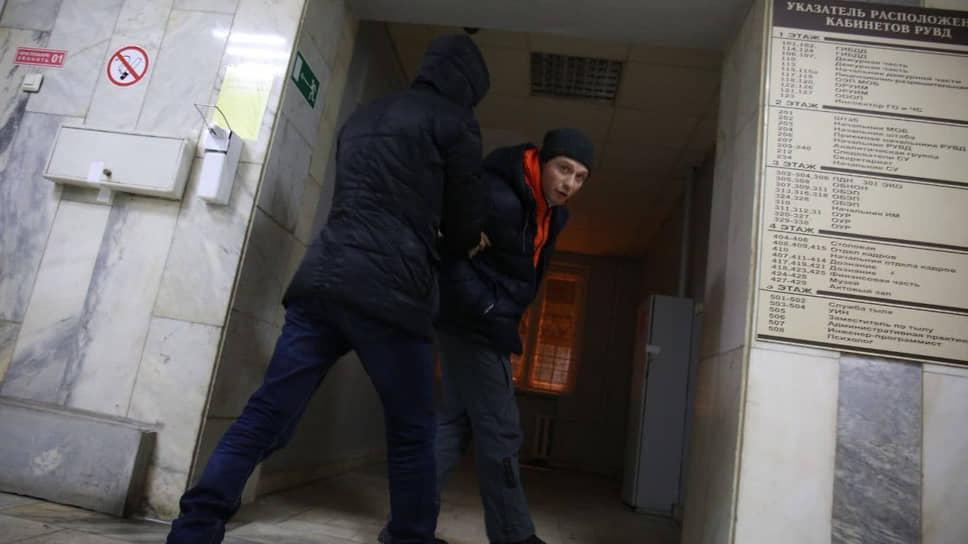 Координатор штаба Алексея Навального Алексей Гресько во время задержания в отделе полиции