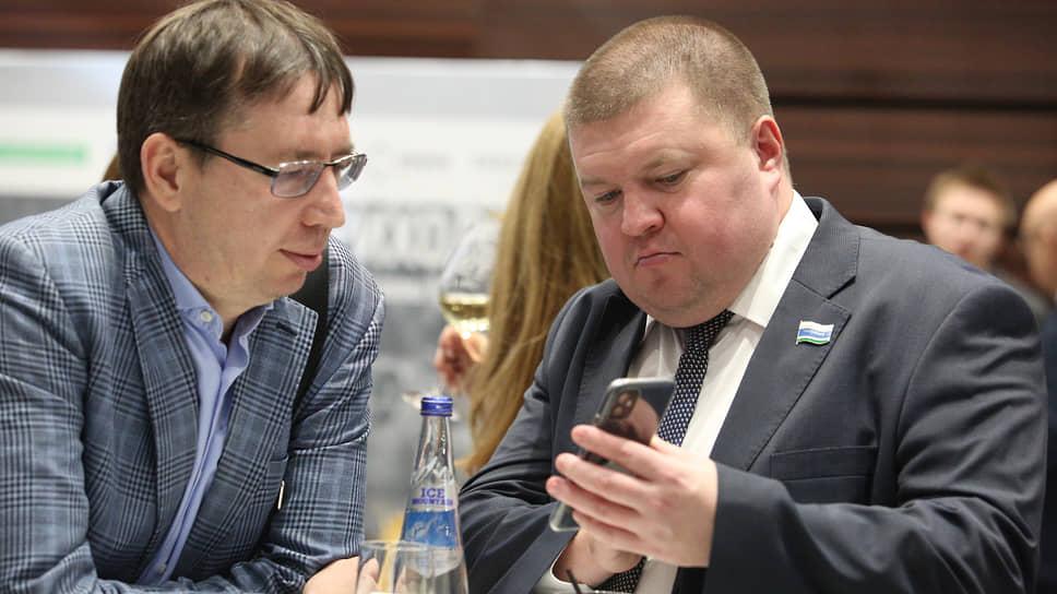 Депутат законодательного собрания Свердловской области Кирилл Некрасов (справа).