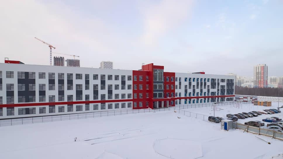 Строящаяся школа в районе Академический в Екатеринбурге