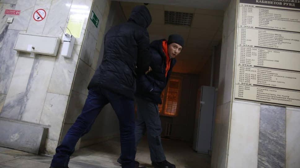 Координатора штаба Навального в Екатеринбурге задерживают в отделе полиции после шествия 23 января