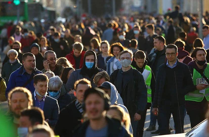 Несогласованная акция в поддержку оппозиционера Алексея Навального в центре города. Участники во время акции.