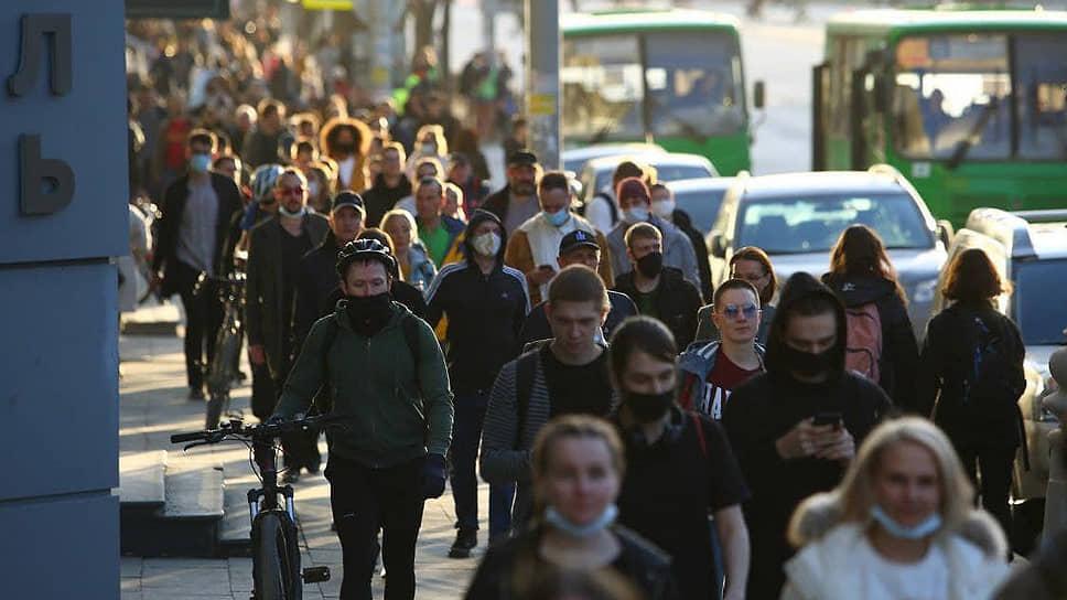Несогласованная акция в поддержку оппозиционера Алексея Навального в центре города. Участники акции во время акции.