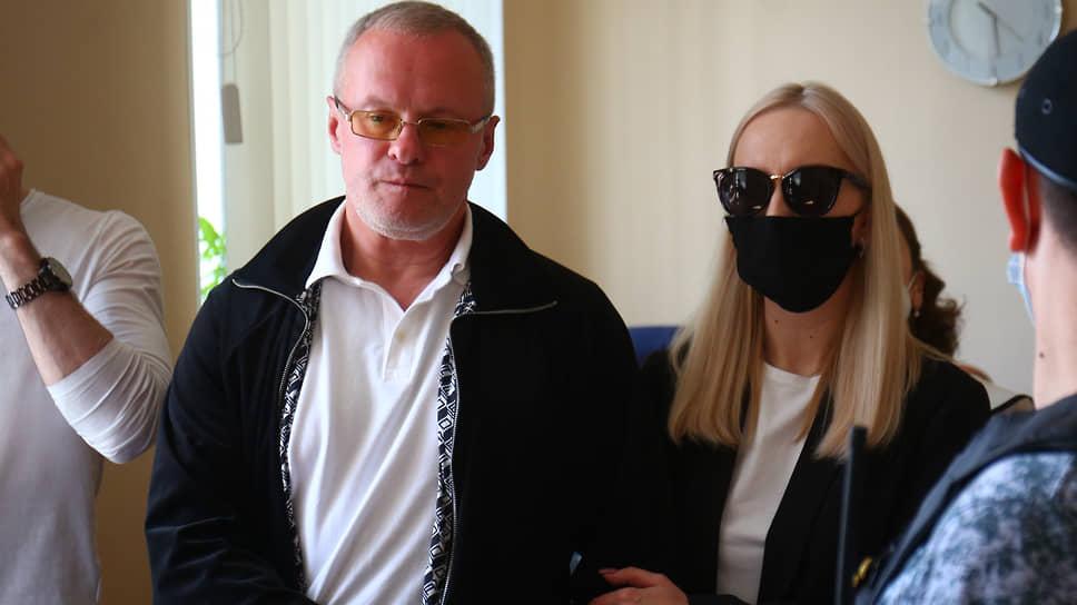Оглашение приговора криминальному авторитету Андрею Овчинникову (Овчине) в суде Железнодорожного района Екатеринбурга