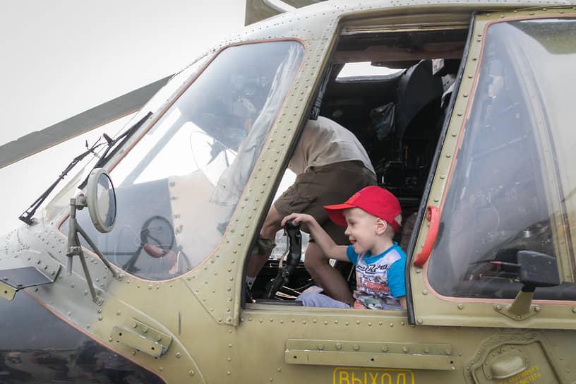 Выставка военной авиации в аэропорту Кольцово