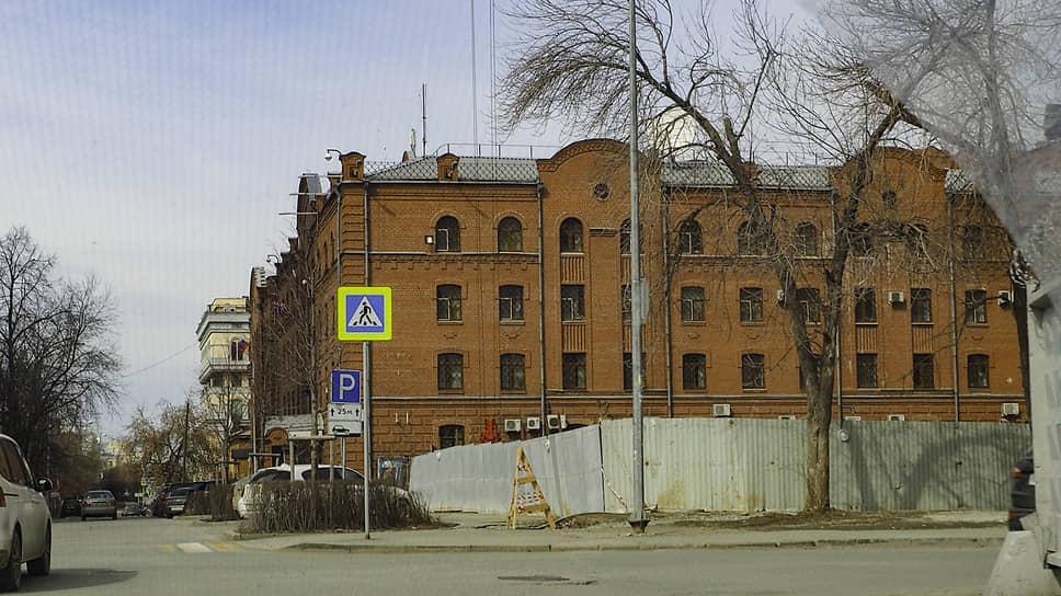 Здание, в котором располагаются генеральные консульства США, Великобритании, Венгрии, Украины и других стран