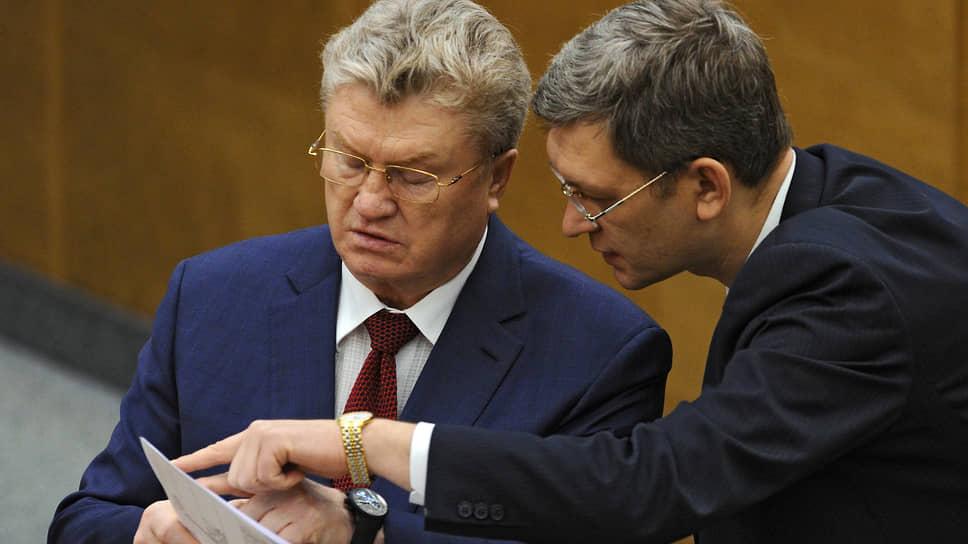 Бывший депутат Госдумы Валерий Язев (слева)