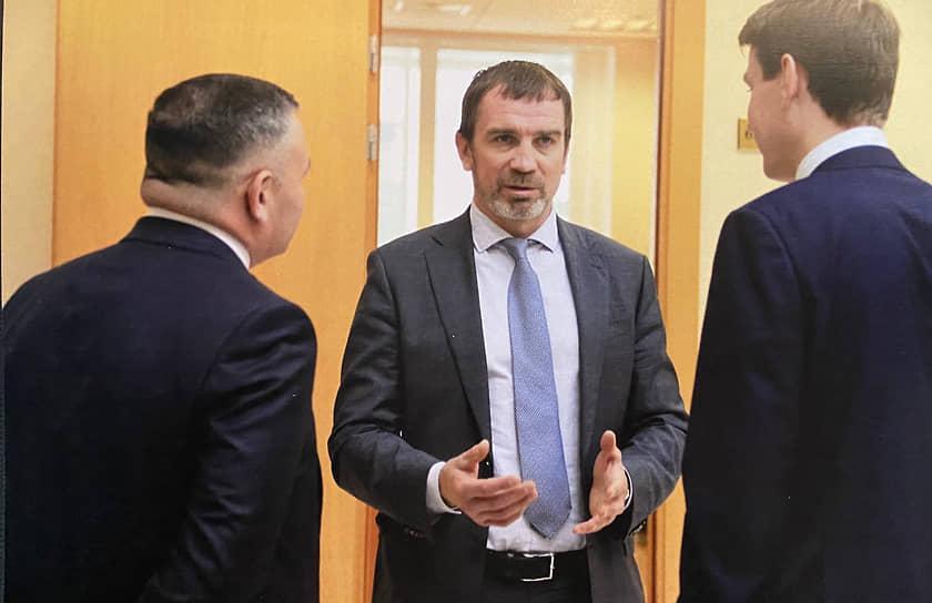 Депутат заксобрания Свердловской области от «Единой России» Андрей Гориславцев (в центре)