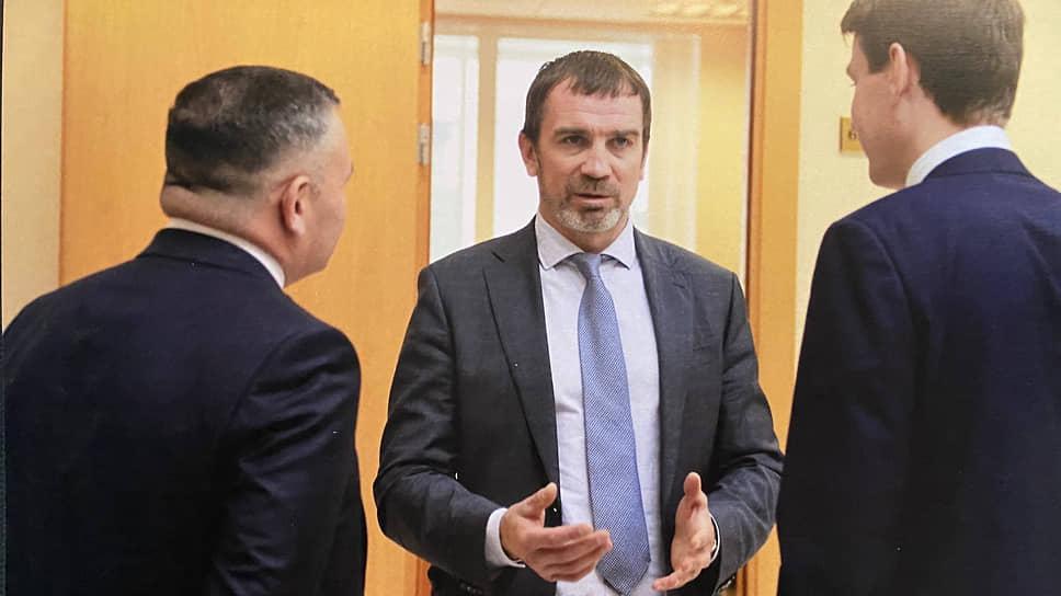 Андрей Гориславцев (в центре)