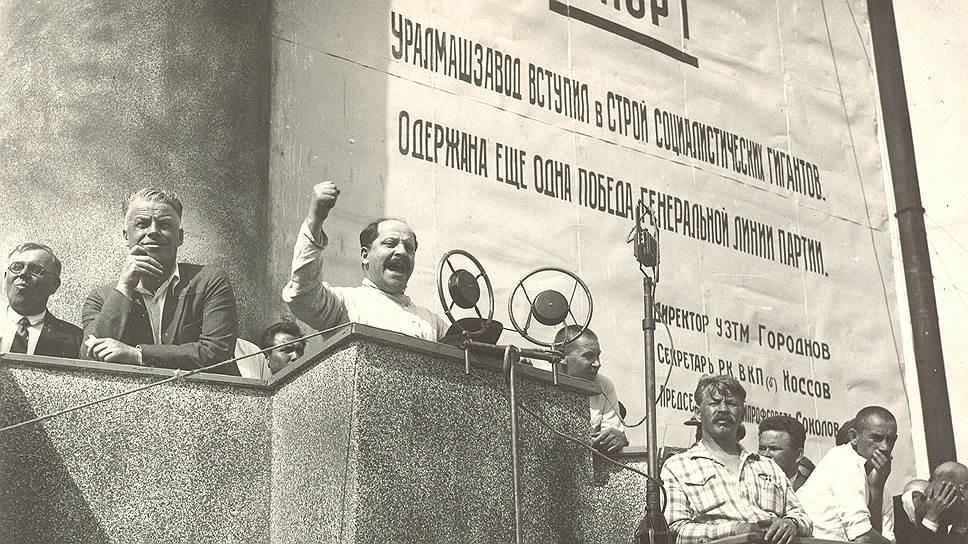15 июля 1933 года завод был запущен. На торжества приехал заместитель наркома тяжелой промышленности СССР Михаил Каганович, брат члена Политбюро ЦК ВКП(б) Лазаря Кагановича