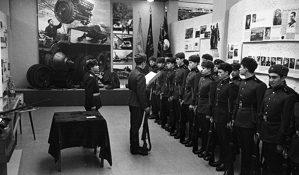 В залах музея трудовой и боевой славы в советское время принимали присягу милиционеры и военнослужащие, осуществлялся торжественный прием в пионеры, выдавали комсомольские билеты