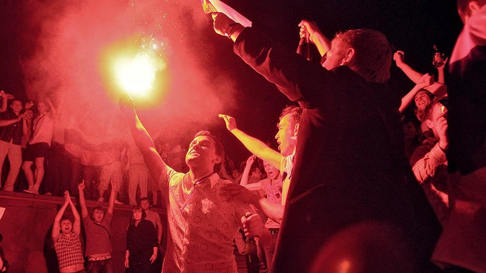 Что FIFA запрещает болельщикам