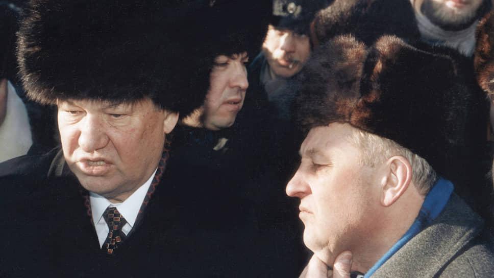 Борис Ельцин и Эдуард Россель во время посещения предприятий Екатеринбурга