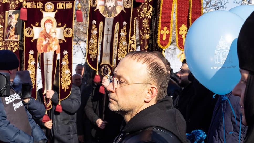 Владелец РМК (инвестор строительства храма святой Екатерины) Игорь Алтушкин во время крестного хода