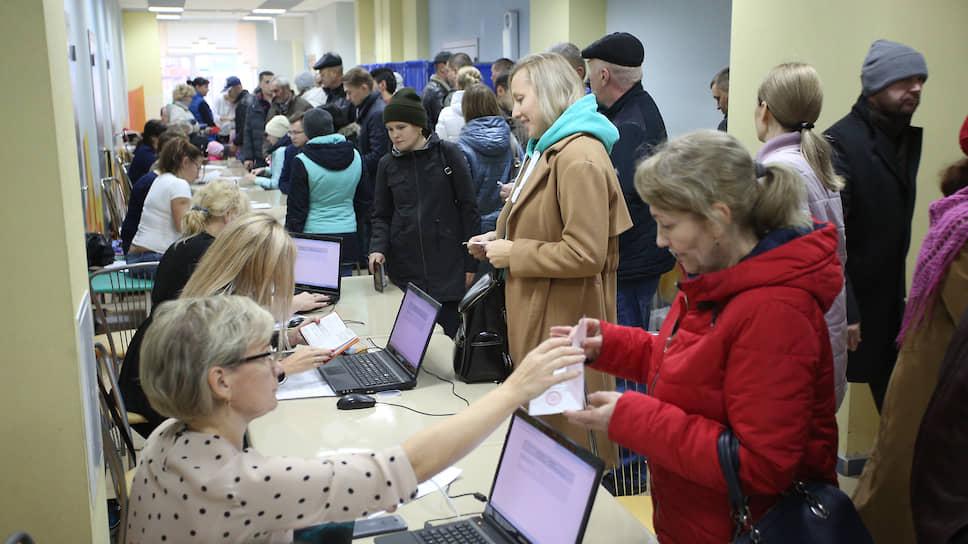 На голосование пришли более 97 тыс. человек. На пунктах голосования стояли огромные очереди из желающих выбрать место для храма
