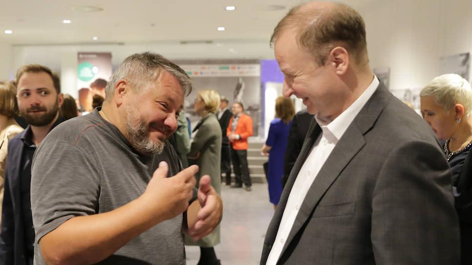 Антон Баков (слева) и секретарь регионального отделения партии «Единая Россия» Виктор Шептий (справа)