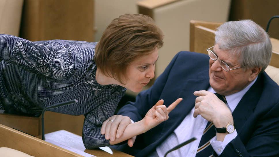 А это очередное заседание Госдумы 2008 года. На фото Наталья Комарова и Геннадий Кулик