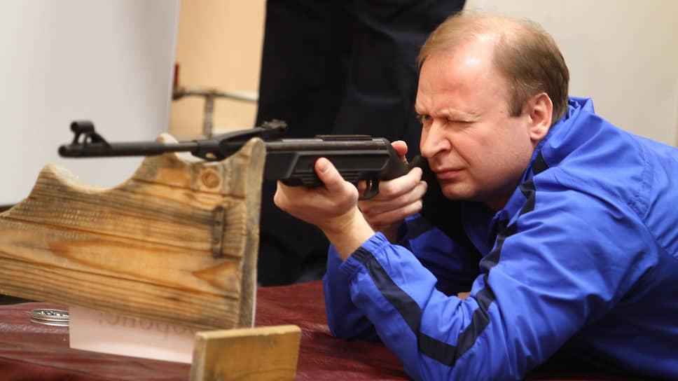 Бывший сотрудник подразделения специального назначения ФСБ России  «Альфа» Виктор Шептий. Избирается в заксобрание Свердловской области с 2004 года. Сейчас занимает пост вице-спикера заксобрания, лидер региональных единоросов