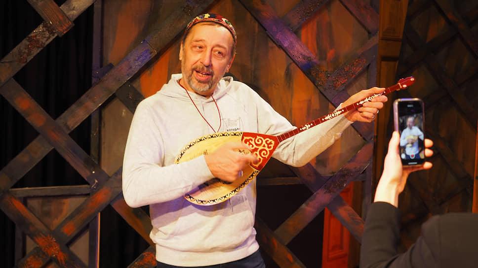 Николай Владимирович Коляда — российский драматург, родился 4 декабря 1957 года в Кустанайской области (Казахстан)