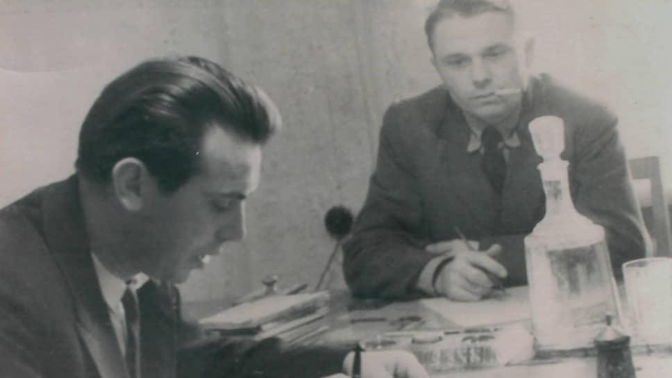 Заместитель начальника ГОВД Верхней Пышмы Ефим Штейнварг и старший оперуполномоченный уголовного розыска Анатолий Моисеенков раскрывают убийство Мельника, 1963 год