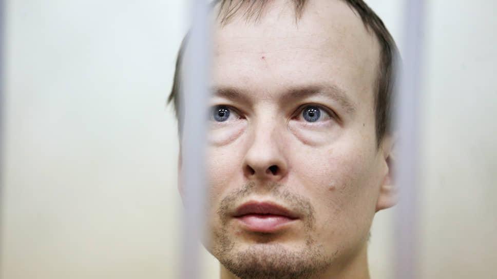 Суд оставил Алексея Александрова в СИЗО до 25 мая. В ходе суда по мере пресечения он заявлял, что состоит на учете у психиатра. Как оказалось, у него действительно есть справка о том, что он когда-то состоял на консультативном учете у психиатра. Вскоре Александрова отправят на психолого-психиатрическую экспертизу.