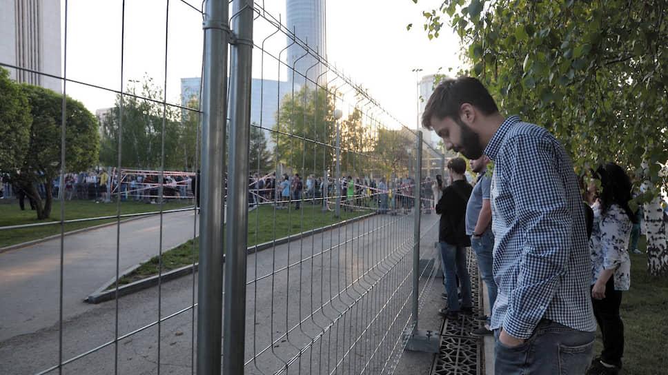 Вечером 13 мая 2019 года, в понедельник, противники строительства на месте сквера храма Святой Екатерины организовали несогласованную акцию протеста. Причиной возмущения стала установка временного забора на территории, где планируется построить храм