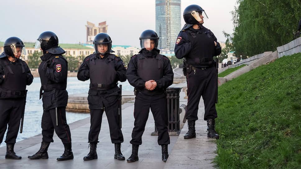 Противостояние защитников сквера у театра Драмы и сторонников строительства храма
