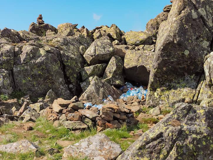 К сожалению, от туристов остается мусор