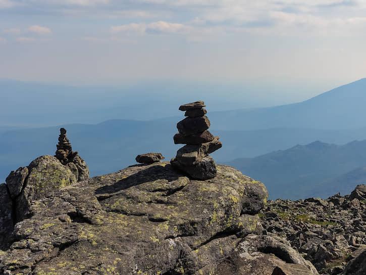 Часто можно увидеть пирамидки из камней