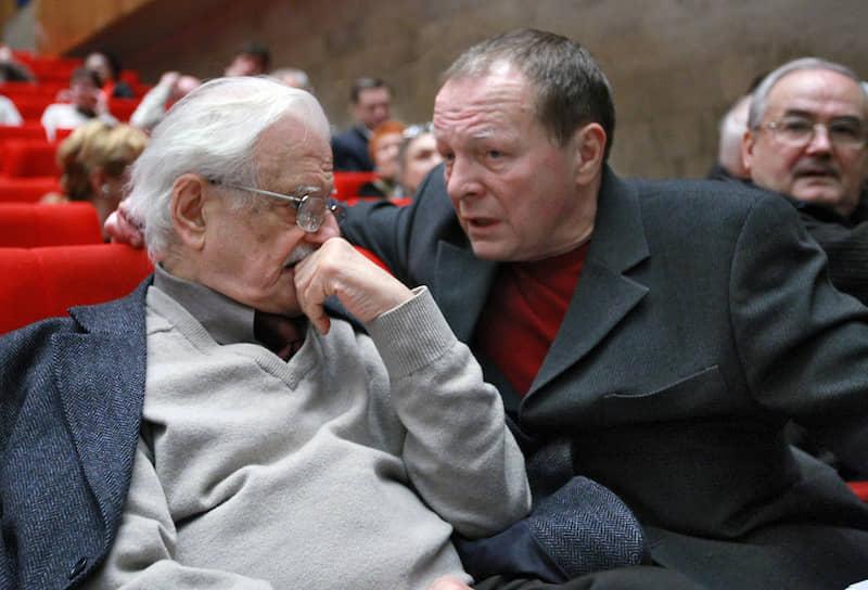 Заслуженный артист России Борис Галкин (справа) также публично вступился за схимонаха Сергия. Он назвал его сострадательным человеком, который  не может молчать, когда видит несправедливость. Актер заявлял, что разделяет его мнение и понимает его гнев.