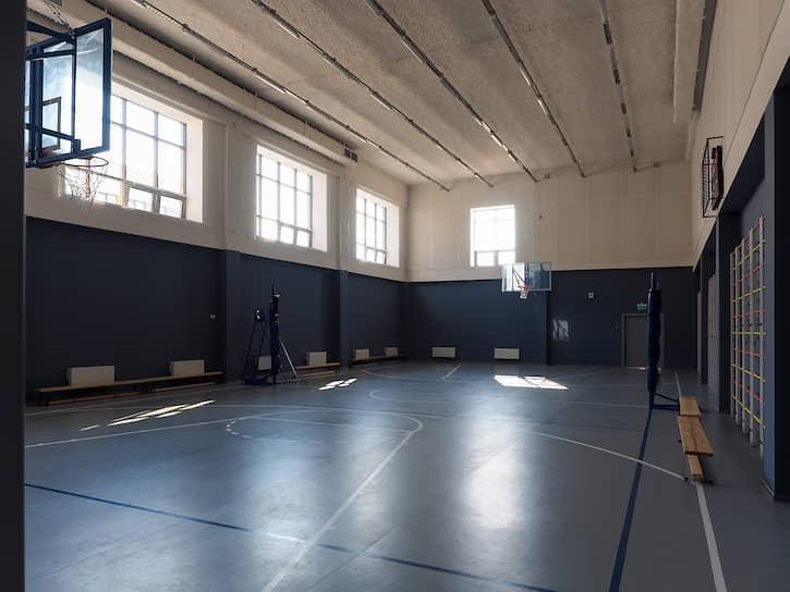 Спортивный зал в школе №215 Екатеринбурга