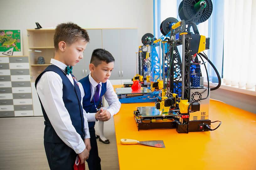 Школе присвоен статус районного ресурсного центра инженерного образования. В лаборатории «М-ЛАБС» дети смогут учиться основам векторной графики и 3D-моделированию