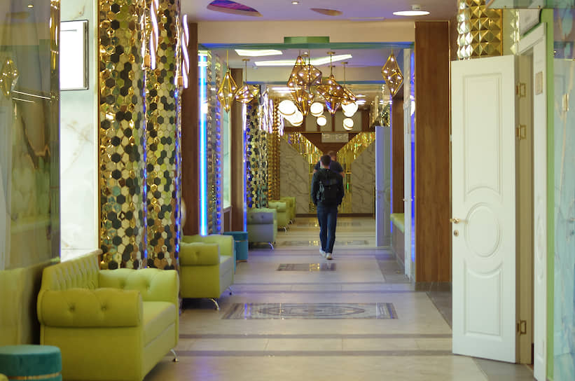 На средства Андрея Симановского в школе №106 отремонтировали коридор второго этажа, кабинеты биологии, физики, химии и технологии