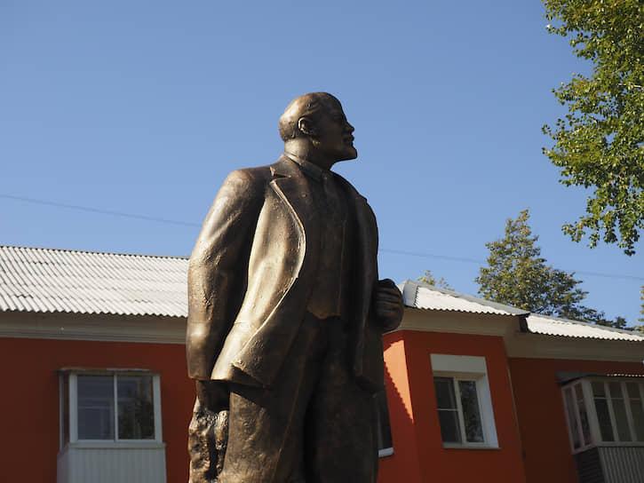 """""""Умные"""" остановки стали одной из достопримечательностей Нижней Туры, как памятник Ленину."""