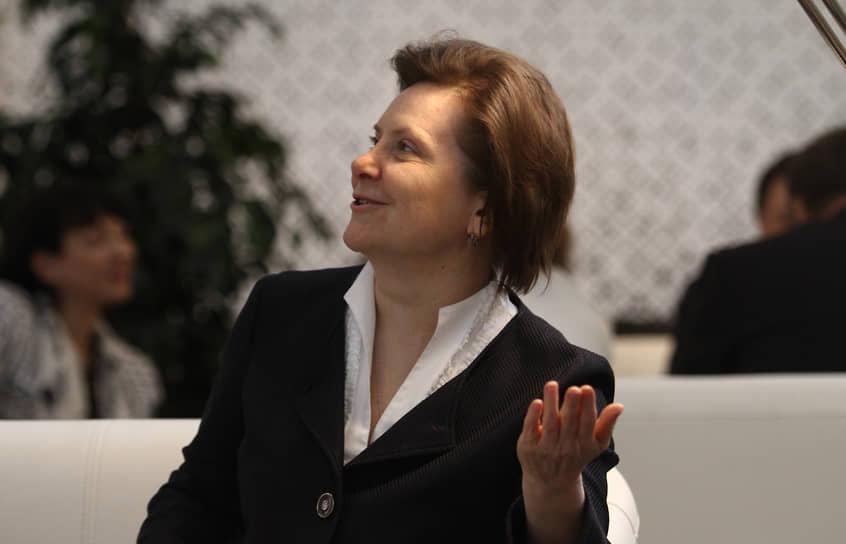 Губернатор ХМАО Наталья Комарова 8 октября рассказала о положительном тесте на коронавирус. Она перешла на удаленный режим работы, сообщив, что чувствует себя нормально.