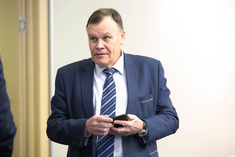 Депутат думы Екатеринбурга, гендиректор группы ЛСР на Урале Владимир Крицкий сообщал, что коронавирус перенес в легкой форме. Тест он решил сдать после того, как почувствовал первые симптомы ОРВИ.