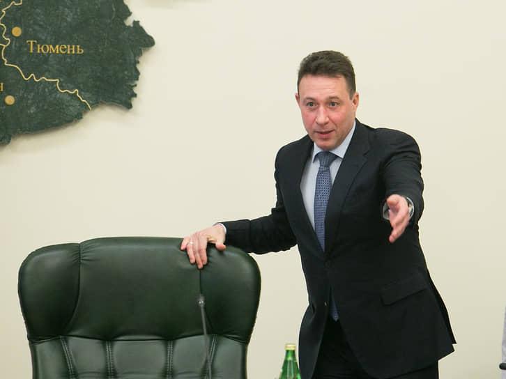 С 18 мая 2012 года по 26 июня 2018 года уральским полпредом был Игорь Холманских, бывший начальник цеха на Уралвагонзаводе