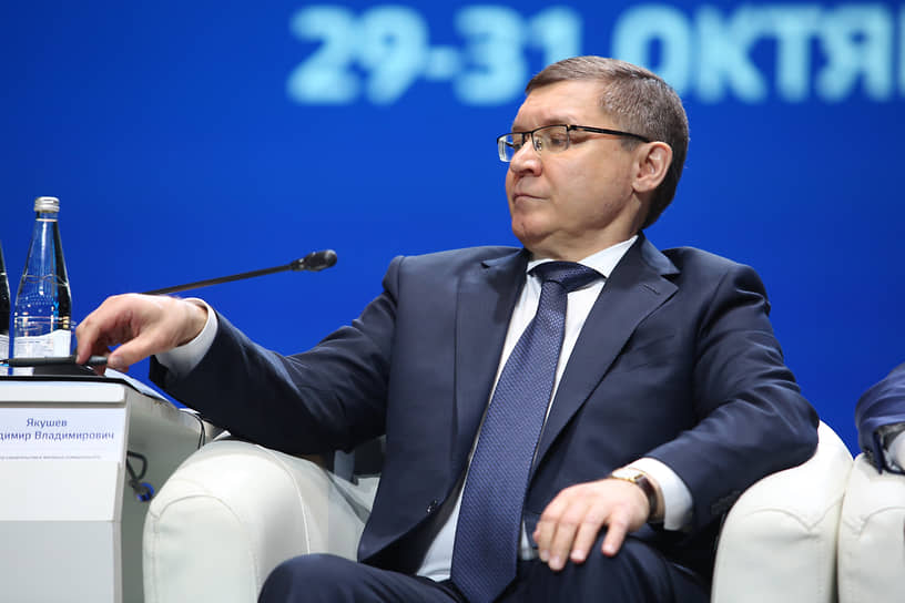 9 ноября 2020 года полномочным представителем президента в УрФО назначен Владимир Якушев. До этого он занимал должность министра строительства РФ, а еще ранее был губернатором Тюменской области.