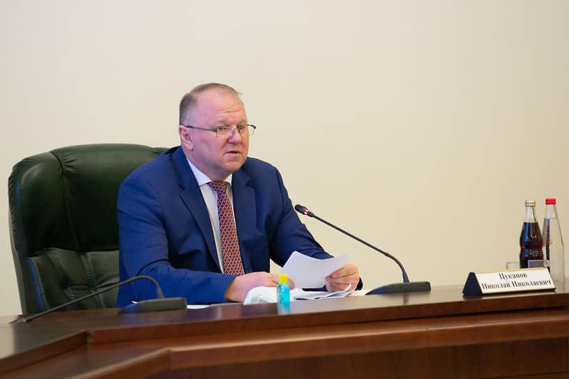 С 26 июня 2018 года по 9 ноября 2020 года должность уральского полпреда занимал Николай Цуканов, выходец из Калининградской области