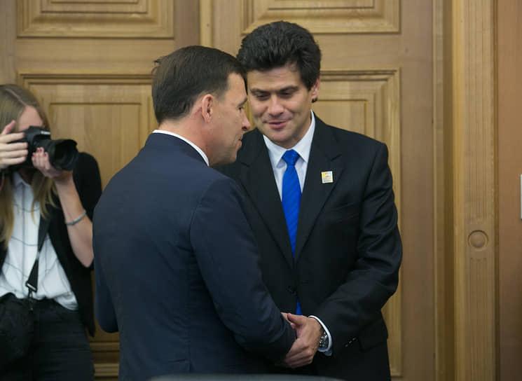 Губернатор Евгений Куйвашев (слева) предложил Александру Высокинского вернуться в правительство на пост замглавы региона. 22 декабря мэр подал в отставку.