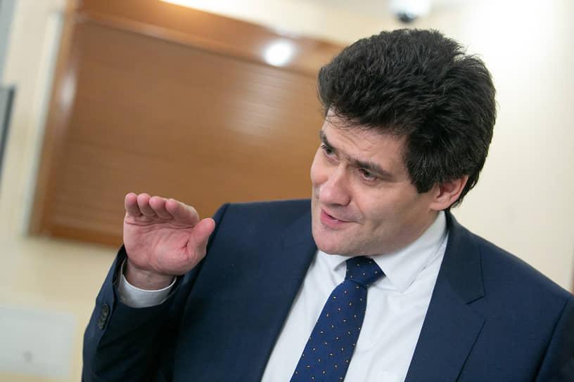 В 2018 году в Екатеринбурге отменили прямые выборы мэра. Главу города стала выбирать гордума из кандидатов, предложенных конкурсной комиссией. В сентябре 2018 года мэром Екатеринбурга стал заместитель губернатора Александр Высокинский.